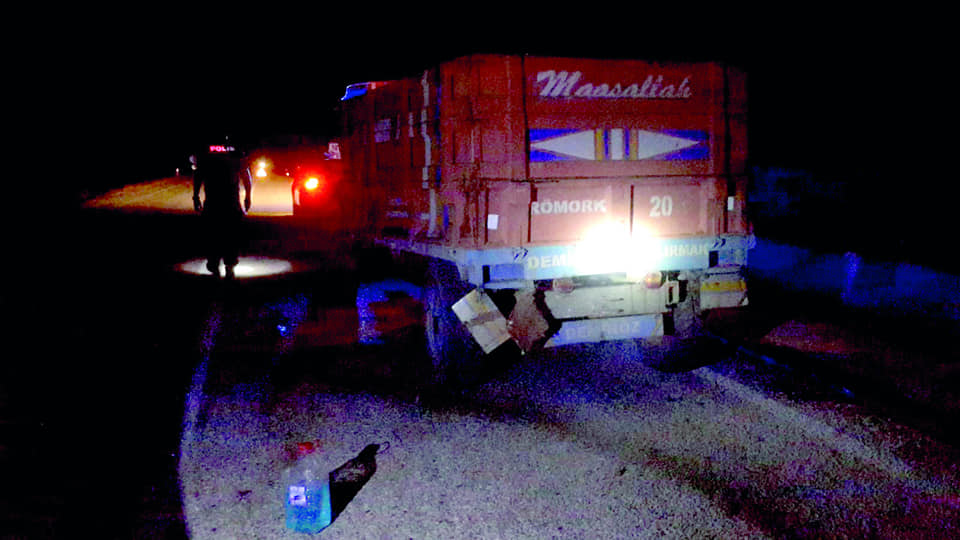 2 otomobil ve 1 traktörün karıştığı zincirleme trafik kazasında 1 kişi hayatını kaybetti. | Sungurlu Haber