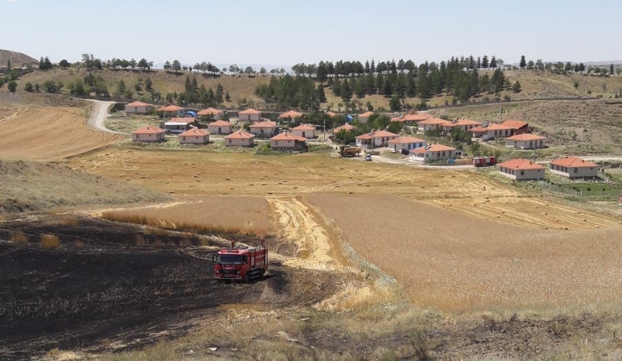 İlçemizde aynı anda dört yerde yangın çıktı. | Sungurlu Haber