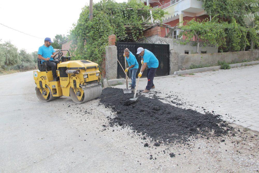 Yaz aylarında bozulan yollarda rotbis çalışmaları devam ediyor. Sungurlu Belediyesi yol bakım ve tamir çalışmalarına devam ediyor. | Sungurlu Haber