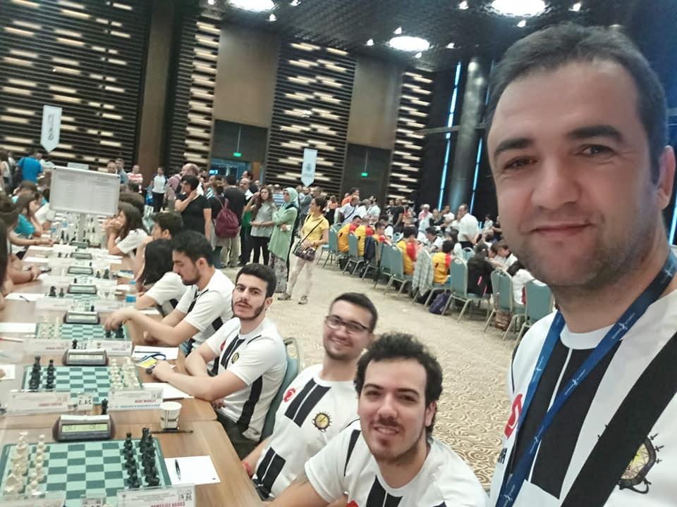 Türkiye Satranç Federasyonu'nun düzenlediği 15-21 Temmuz 2019 tarihleri arasında Konya Selçuklu kongre merkezinde kulüpler arası Türkiye finalleri gerçekleşti. Belediye ve sponsorlu takımlara karşı Sungurlu Eğitimspor çok iyi bir performansla sürpriz yapıp 60 takım arasında üst sıralara kadar yükseldi. Son maçta 2. Lige çıkmak için Artvin İl Özel İdare ile oynadı ve zorlu ve sonucu herkes tarafından merak edilen bir maçı şanssız bir şekilde 5-3 kaybetti. | Sungurlu Haber