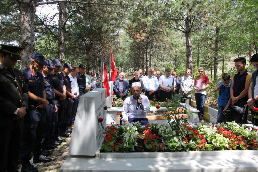 15 Temmuz'un yıl dönümünde Sungurlu'da ilk etkinlik şehitlik ziyareti ile gerçekleştirildi. | Sungurlu Haber