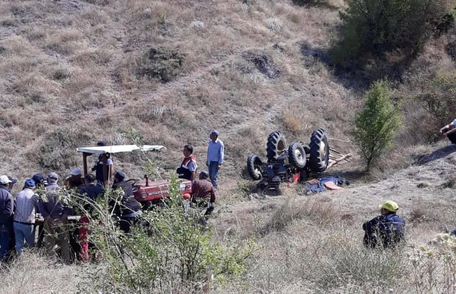 Sungurlu'da kontrolden çıkan traktörün devrilmesi sonucu sürücü hayatını kaybederken, yanında bulunan eşi yaralandı. | Sungurlu Haber