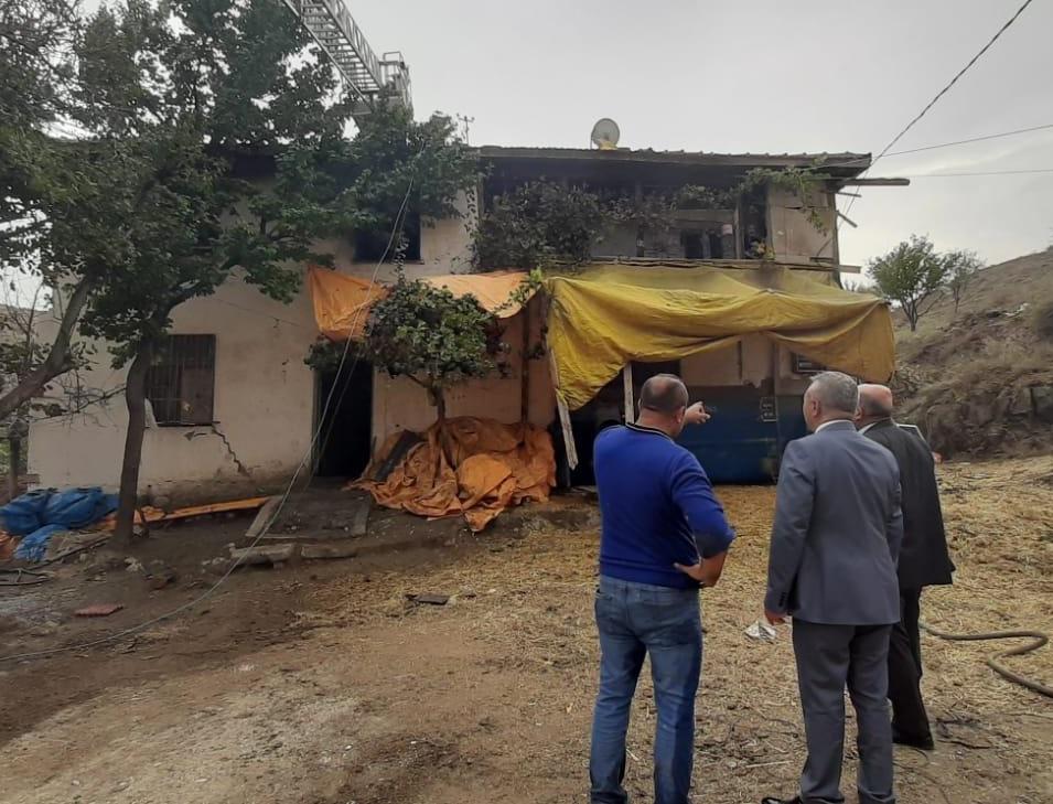 Sungurlu'da iki katlı ahşap evde çıkan yangın korkuttu.   Sungurlu Haber