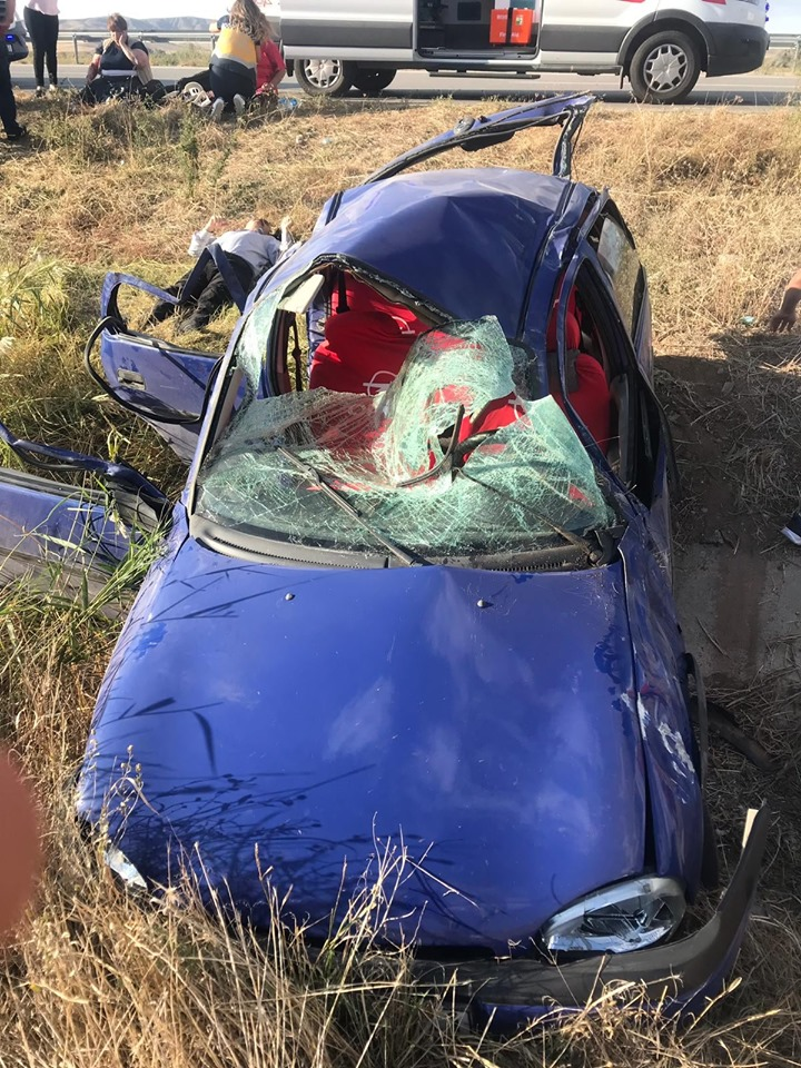 Sungurlu-Kırıkkale karayolu Organize Sanayi kavşağında bir otomobil takla atarak şarampole uçtu. | Sungurlu Haber