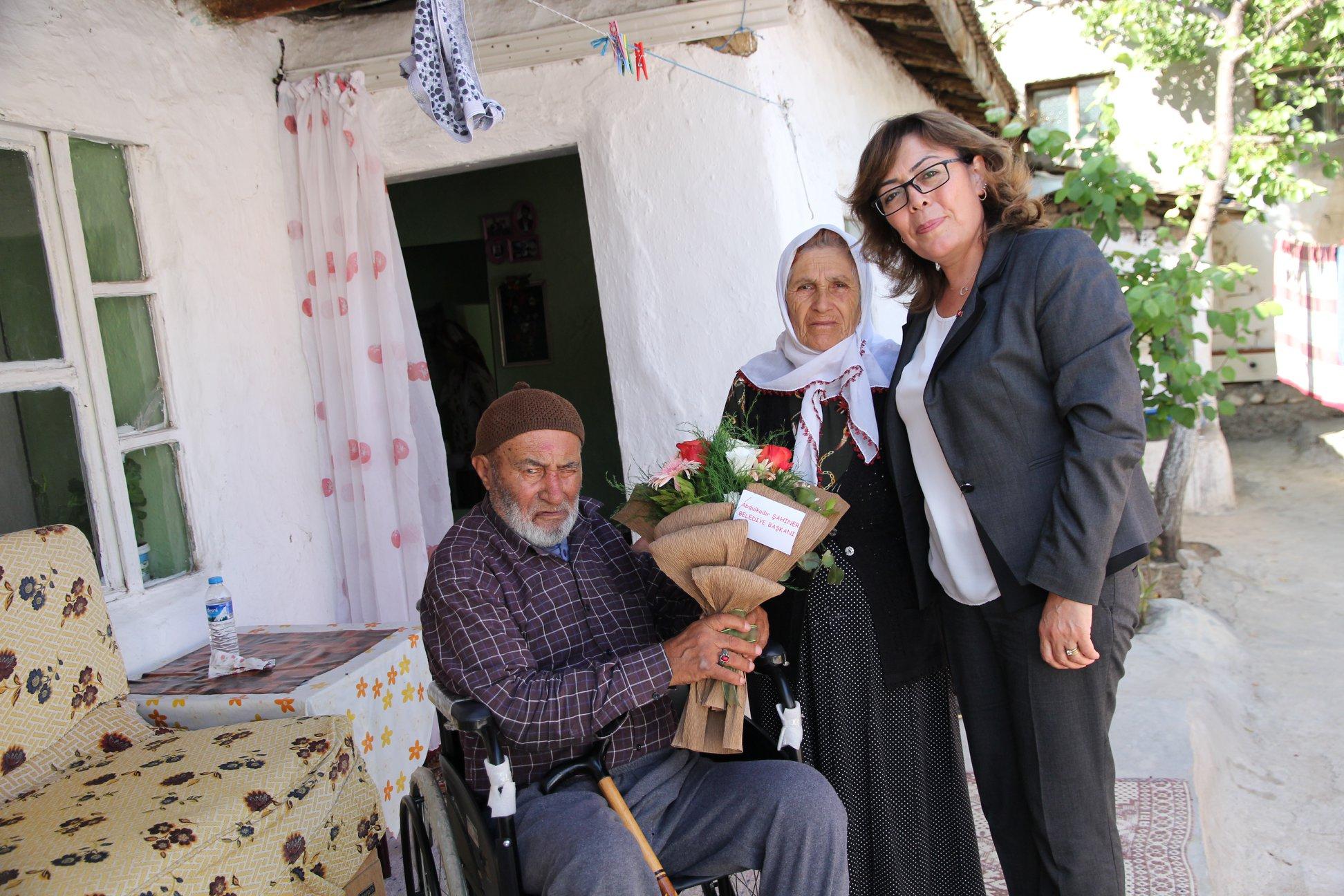 Engelli ve ihtiyaç sahibi vatandaşlara tekerlekli sandalye yardımında bulunan Sungurlu Belediyesi yine bir vatandaşın daha bu konuyla ilgili talebini yerine getirdi. | Sungurlu Haber