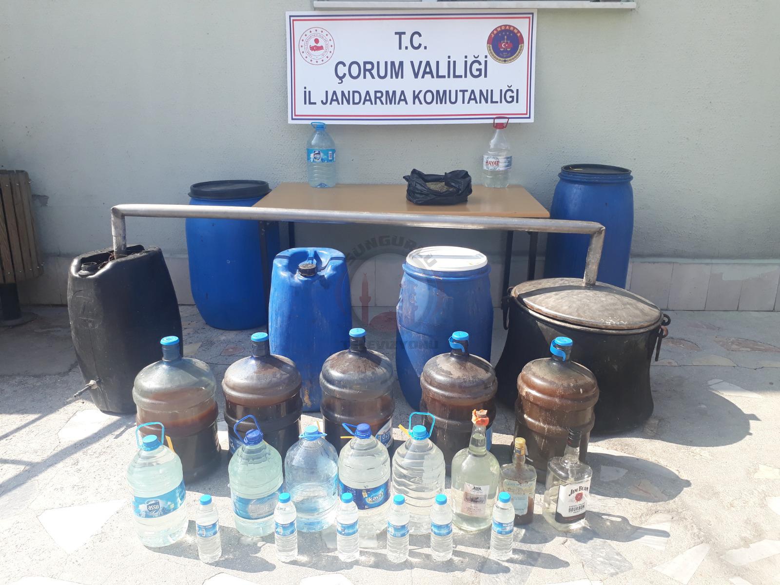 Jandarma ekipleri tarafından düzenlenen operasyonda 198 litre fermente şarap, 38 litre kaçak rakı ele geçirildi.   Sungurlu Haber