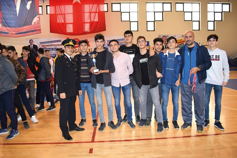 Futsal'da Şampiyon Haydar Öztaş Anadolu Lisesi » Sungurlu Haber