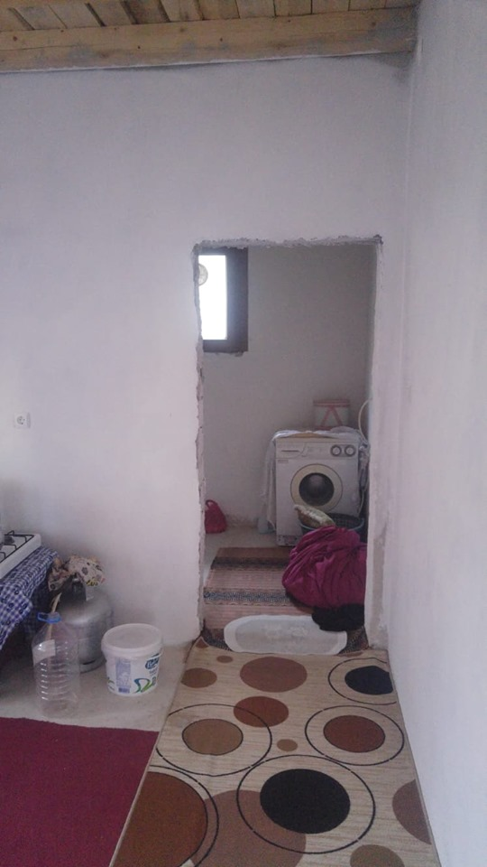 Sungurlu'da yıkılmak üzere olan 4 kişinin yaşadığı ev, hayırseverler tarafından imece usulüyle yeniden yapıldı. | Sungurlu Haber
