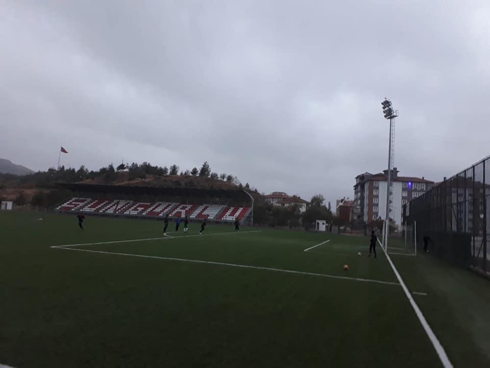 2019-2020 1. Amatör Küme Futbol Sezonuna gençlerden kurulan kadroyla katılan Sungurlu Belediyespor, yarın kendi evinde Alaca Belediyespor ile karşı karşıya gelecek. Yarın Saat 14:00'de başlayacak olan karşılaşmaya tüm Sungurluları davet ediyoruz. | Sungurlu Haber
