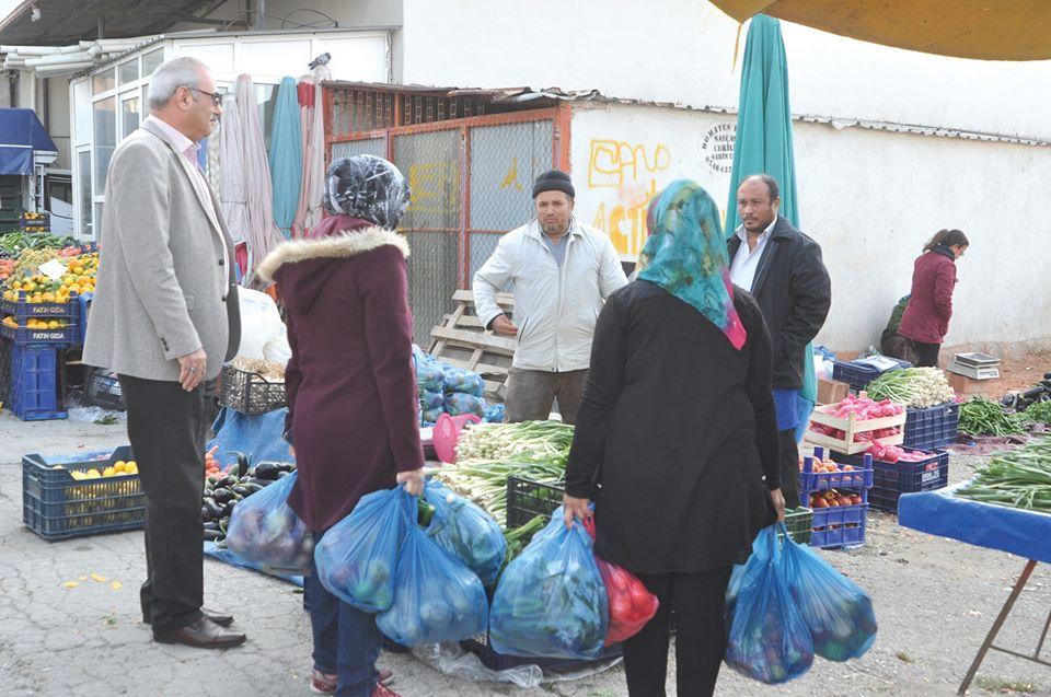 İlçemizde isminin açıklanmasını istenmeyen bir hayırsever sanayici iş adamı, her hafta ihtiyaç sahibi 50 aileye gıda yardımında bulunmaya devam ediyor. | Sungurlu Haber