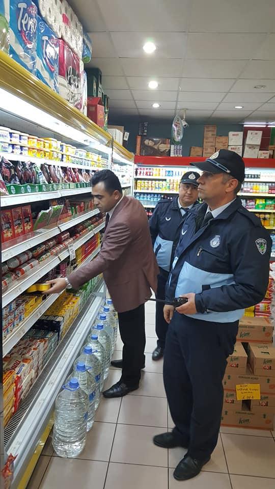 Sungurlu Belediyesi Zabıta Müdürlüğü'ne bağlı ekipler, ilçe sınırları içerisinde gerçekleştirdikleri market denetimlerine aralıksız olarak devam ediyor. | Sungurlu Haber