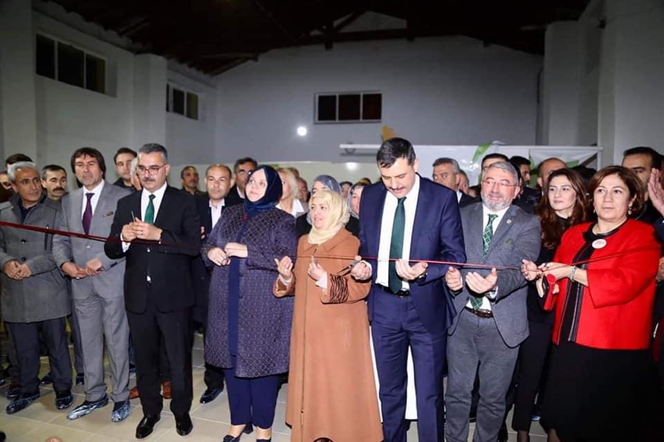 Aile, Çalışma ve Sosyal Hizmetler Bakanı Zehra Zümrüt Selçuk, Sungurlu Kadın Girişimi Üretim ve İşletme Kooperatifinin açılışını gerçekleştirdi.   Sungurlu Haber