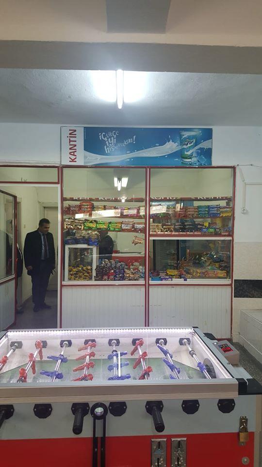 Sungurlu Belediyesi Zabıta ekipleri okul çevresinde bakkal, market ve okul kantinlerine yönelik sıkı denetim yaptı. | Sungurlu Haber