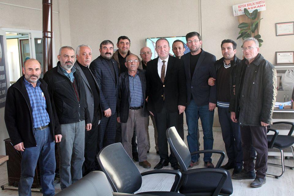 Sungurlu Belediye Başkanı Abdulkadir Şahiner, S.S. Ahi Evran Sanayi Şehri Yapı Kooperatifi'ne hayırlı olsun ziyaretinde bulundu. Şahiner, Ahi Evran ziyaretinde, ''Sungurlu Belediyesi olanakları doğrultusunda bizim de üzerimize ne düşüyorsa yapmaya hazırız'' dedi.   Sungurlu Haber