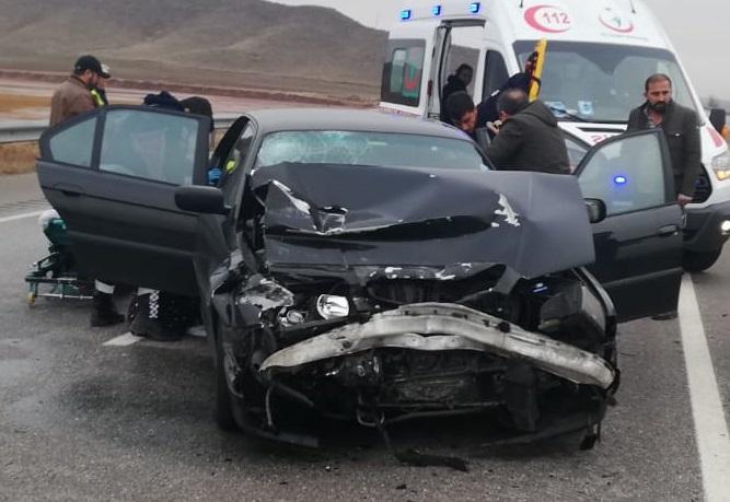 Sungurlu'da Otomobil TIR'a Arkadan Çarptı 2 Yaralı