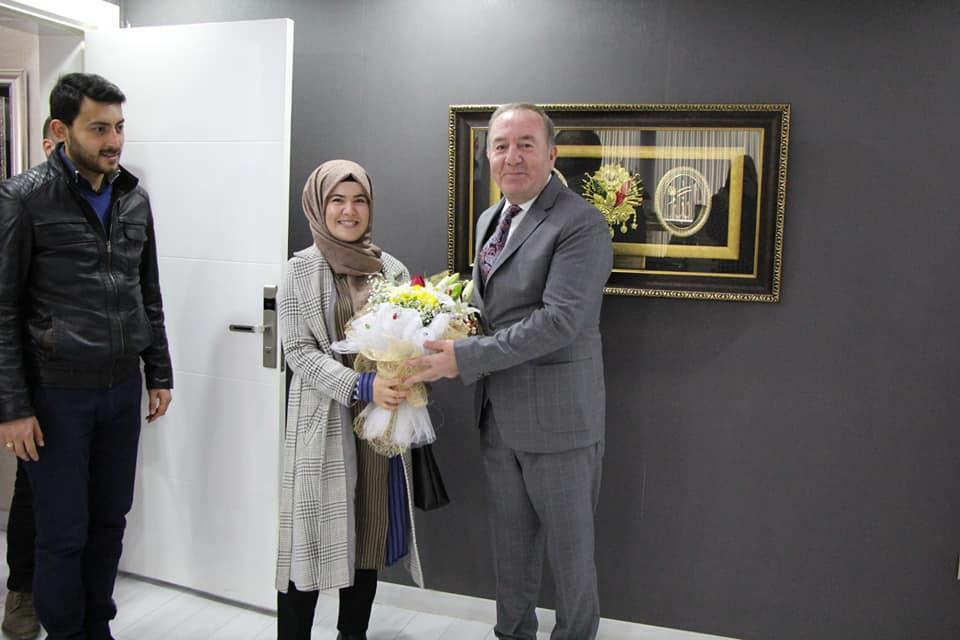 Sungurlu'da 25 aday öğretmen, okul dışı faaliyetleri kapsamında yapılacak olan resmi Kurum ve kuruluş tanıtım programı için Belediye Başkanı Abdulkadir Şahiner'i makamında ziyaret ettiler. | Sungurlu Haber