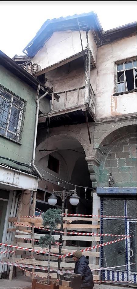 Sungurlu Belediye Başkanlığı, terziler arastasında bulunan tescilli eski bina hakkında bir bildiri yayınladı. Detayları okumak için mobil uygulamamızdan GÜNDEM kategorisini ziyaret edin. | Sungurlu Haber