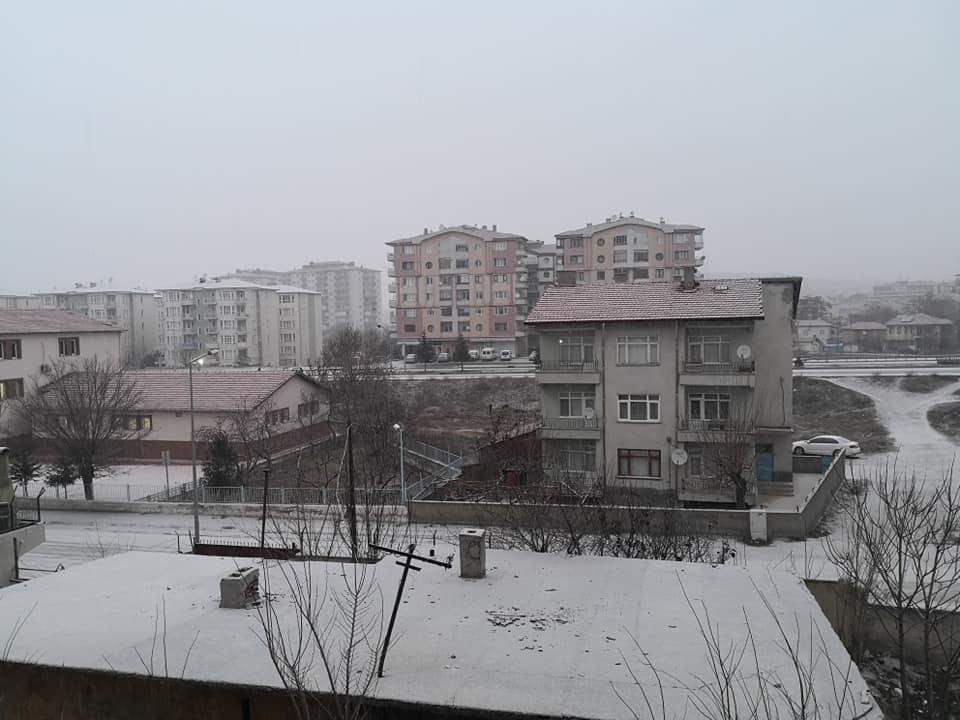 Uzun süredir hasretle beklediğimiz kar nihayet geldi. | Sungurlu Haber