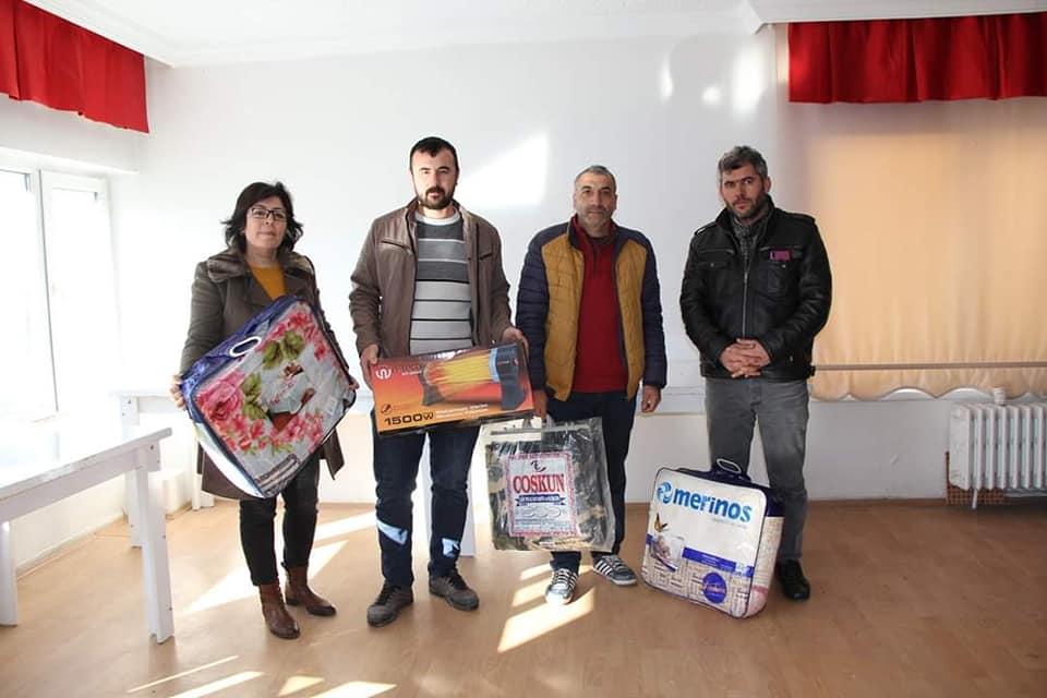 Sungurlu Belediyesi tarafından Elazığ'da ki depremzedeler için başlatılan yardım kampanyasına destekler gelmeye başladı. | Sungurlu Haber