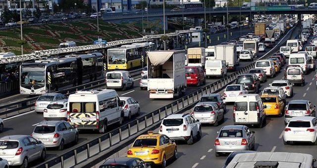 Milyonlarca araç sahibini ilgilendiren Motorlu Taşıtlar Vergisi'nde ödeme yöntemi değişti. Bankalar üzerinden ödenen MTV'de taksit imkanı da var. İşte konu hakkında merak edilenler. | Sungurlu Haber