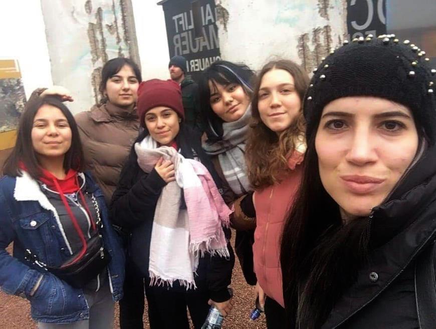 İlçemizin önemli kuruluşlarından Özel Dünya Eğitim kurumları öğrencileri Prag ekibinin dönmesinden sonra Cumartesi Almanya'nın Berlin şehrine pazar günü de Hollanda'nın Roterdam şehirlerine iki ayrı öğrenci grubu staj için gittiler. | Sungurlu Haber
