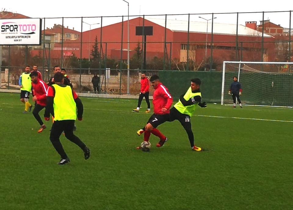 1. Amatör Kümede mücadele eden temsilcimiz Sungurlu Belediyespor, kendi sahasında oynadığı hazırlık maçında Çorumspor'u 3-1 yendi. | Sungurlu Haber