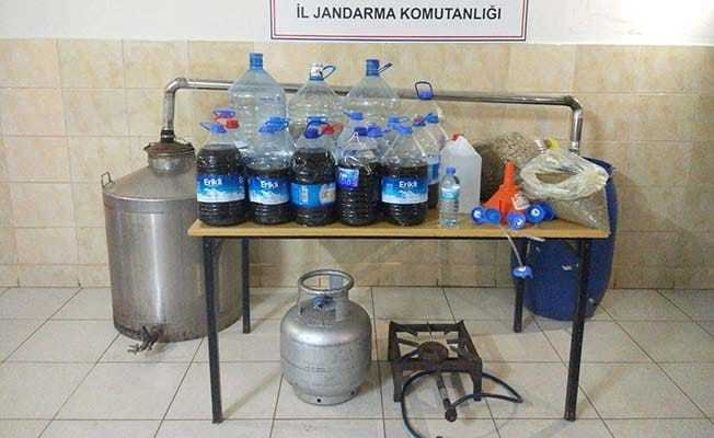 Jandarma Sungurlu'ya bağlı bir köyde kaçak alkol ele geçirdi. | Sungurlu Haber