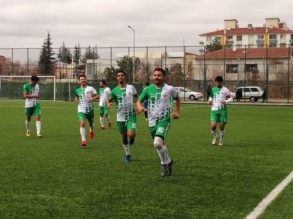 1. Amatör Küme'de alt sıraları yakından ilgilendiren maçta Sungurlu Belediyespor evinde İskilipgücüspor'u 3-0 yenerek ligdeki çıkışını sürdürdü. | Sungurlu Haber