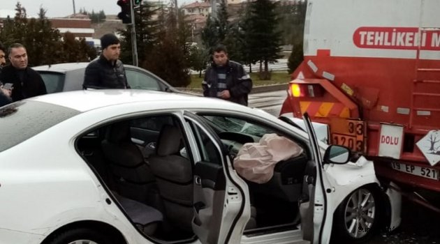 Sungurlu'da yağışlı havada kontrolden çıkan 3 araç zincirleme trafik kazasına karıştı. Kazada yarılılar ambulansla Sungurlu Devlet Hastanesi'ne kaldırıldı.   Sungurlu Haber
