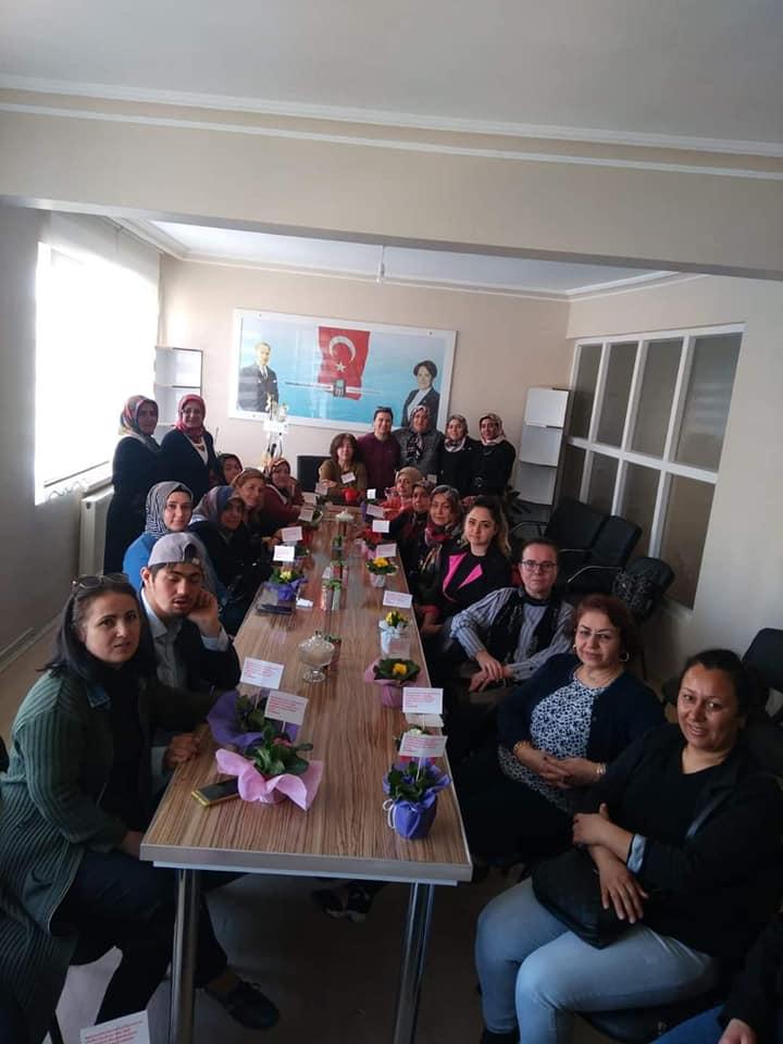 Sungurlu İYİ partili kadınlardan İlçe Başkanlığı görevine seçilen Dursun Kanmış'a hayırlı olsun ziyareti gerçekleştirdiler.   Sungurlu Haber