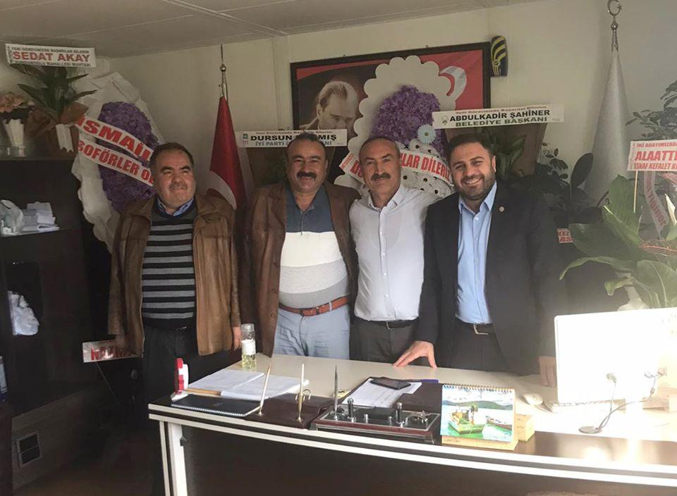 Sungurlu Ziraat Odası Başkanı Ramazan Kelepircioğlu ve yönetim kurulu üyeleri 28 Nolu Sungurlu Motorlu Taşıyıcılar Kooperatifi başkanlığına seçilen Veysel Kocabaş'a hayırlı olsun ziyaretinde bulundular.   Sungurlu Haber