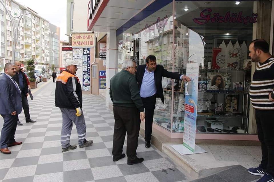 Sungurlu Belediye Başkanlığı tarafından halkın yoğun olarak kullandığı noktalara dezenfektan aparatları konuldu. | Sungurlu Haber