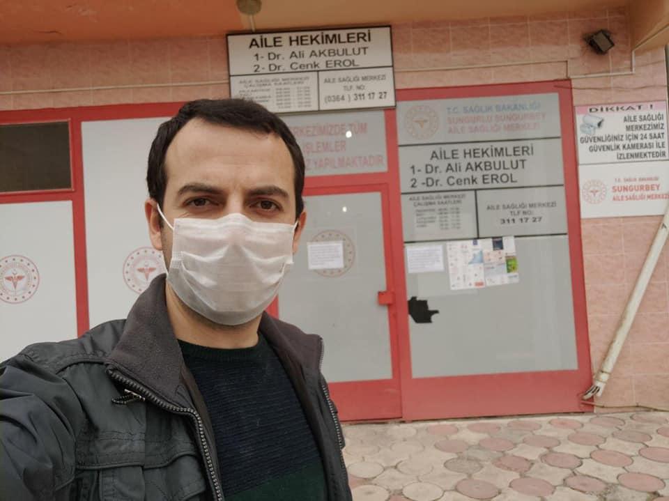 Sungurlu Belediyesi, evinde 3 boyutlu yazıcı ile siper maske üreten Şehit Mahmut Peşmen Ortaokulu Matematik öğretmeni Muhammed Gülmez'e sponsor oldu. | Sungurlu Haber