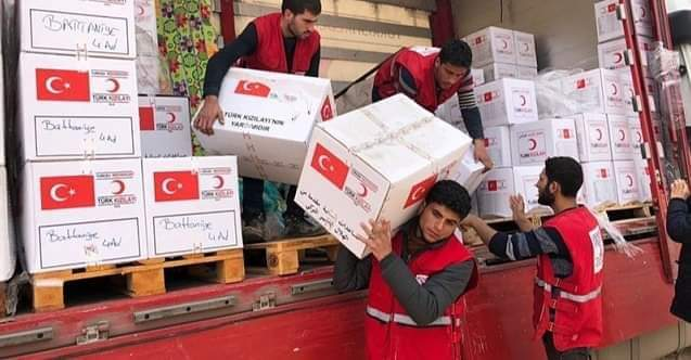"""Kızılay'ın, Irak'ın kuzeyindeki peşmerge bölgesi olan Erbil'de maske ve gıda yardımında bulunmasının ardından Sungurlu Belediye Başkanı Abdulkadir Şahiner Kızılay Başkanını istifaya çağırırken, """"Bu şahısları oraya atayan ve sahip çıkanları da kınıyorum"""" dedi.   Sungurlu Haber"""