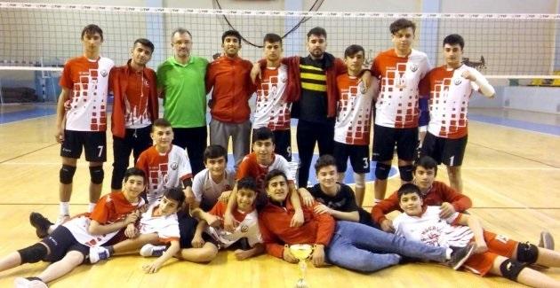 Kulüplü Küçük Erkekler Voleybol il birinciliğinde Sungurlu Belediyespor şampiyon oldu. Dört takımın mücadele ettiği Küçük erkekler voleybol il birinciliğinde müsabakalar Sungurlu Mahmut Atalay Spor Salonu'nda yapıldı. | Sungurlu Haber