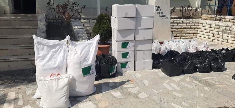 Sungurlu Belediye Başkanı Abdulkadir Şahiner, korona virüs nedeniyle karantina altına alınan Oyaca köyünde yaşayan vatandaşları unutmayarak yardım kolileri gönderdi. | Sungurlu Haber