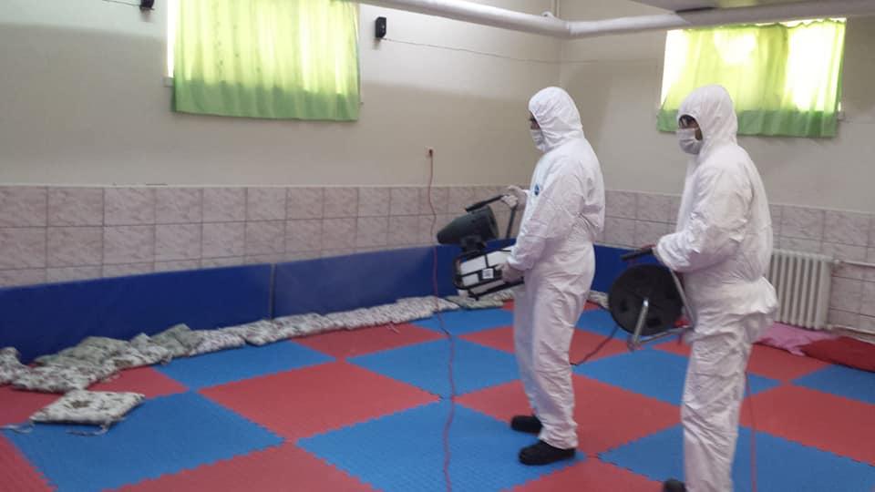 İlçe Merkezi ve merkeze bağlı köy okullarında, korona virüs salgını nedeniyle tedbir amaçlı okulların iki hafta süreyle tatil edilmesinin ardından okullarda temizlik çalışmalarına hız verdi. | Sungurlu Haber