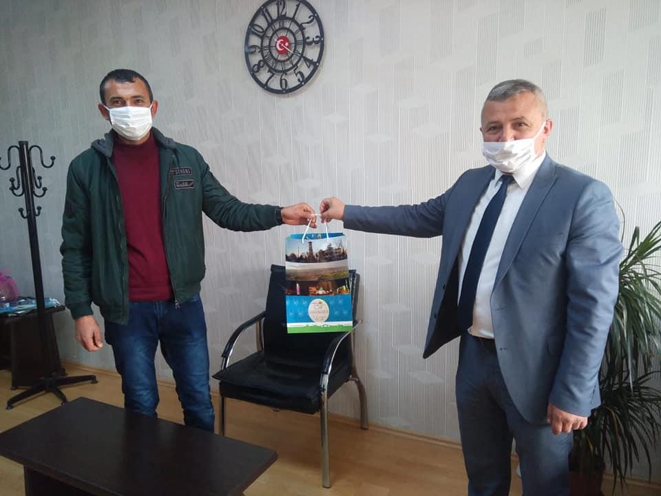Sungurlu Belediyesi, Covid-19 salgını ile mücadele kapsamında ürettikleri maskeler ile birçok kurumun taleplerini karşılıyor. | Sungurlu Haber
