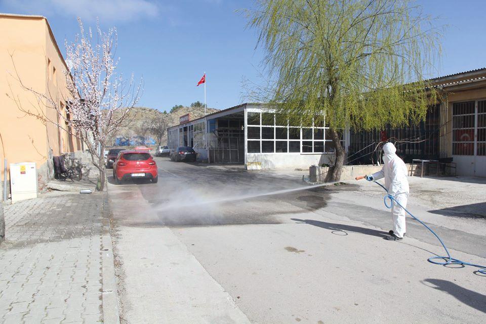 Sungurlu Belediye Başkanı Abdulkadir Şahiner, corona virüs (covid 19) salgınını önleme tedbirleri kapsamında, aralıksız çalışan belediye personeline teşekkür etti. | Sungurlu Haber
