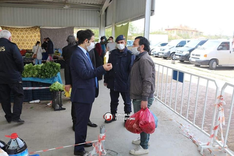 Boğazkale Kaymakamı ve Sungurlu Kaymakam vekili Yunus Ataman, ilçemizde kurulan perşembe pazarını ziyaret ederek denetimde bulundu. | Sungurlu Haber