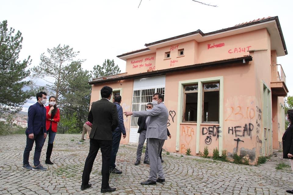 Sungurlu Belediye Başkan yardımcıları, ilçede yapılacak ve halen yapımı devam eden çalışmaları yerinde inceledi. | Sungurlu Haber