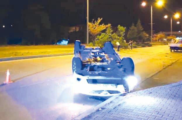 Karşı Şeride Geçen Otomobil Devrildi »
