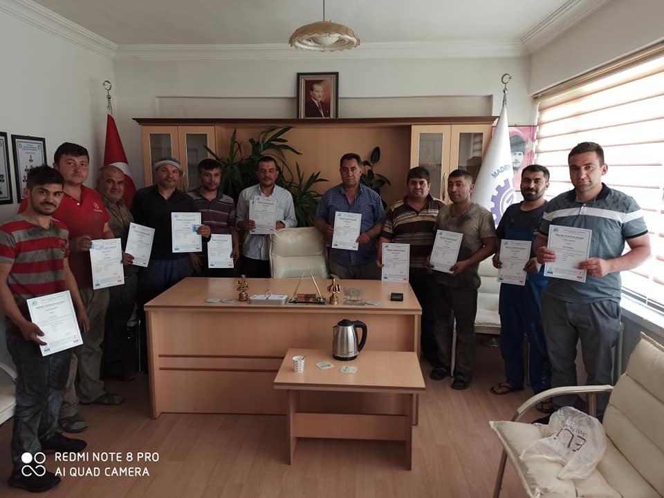 Sungurlu Sanayi Sitesinde faaliyetlerini sürdüren esnaflar Mesleki Yeterlilik belgesi aldı. | Sungurlu Haber