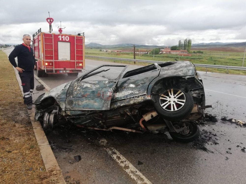 Sungurlu'da meydana gelen trafik kazasından bir kişi yaralandı. Kaza yapan araç alev aldı. | Sungurlu Haber
