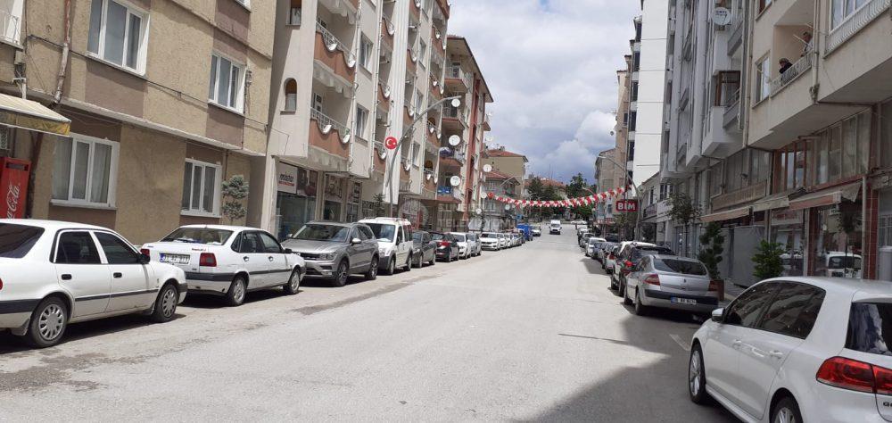 Koranavirüs salgını sonrası Bayram'da yurt çapında 4 gün sokağa çıkma yasağı kararından sonra, Sungurlu'nun en işlek Caddeleri bile arife günü bom boş kaldı. | Sungurlu Haber
