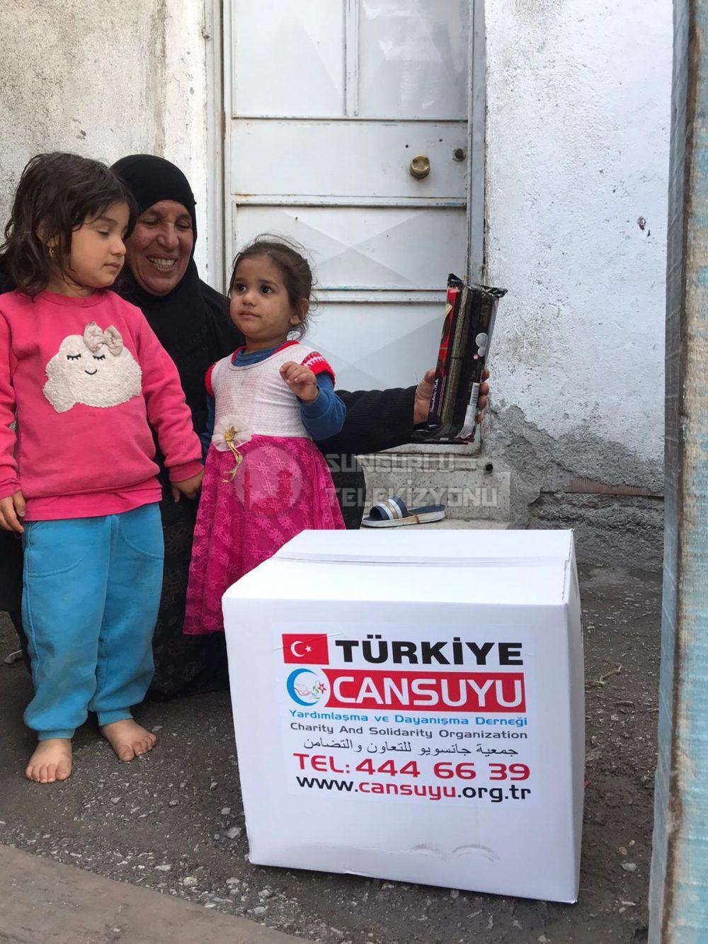 Koronavirüs ve Ramazan ayı nedeniyle temel ihtiyaçlarını karşılayamayan ve bu süreçte işsiz kalan mağdur vatandaşların yardımına Cansuyu Derneği yetişti. İslam coğrafyasında ve ülkemizin başta İstanbul, Ankara, İzmir gibi büyük şehirlerde olmak üzere birçok kentte, Cansuyu Derneği yardımlarını sürdürüyor. Koronavirüs sürecinde ve Ramazan ayında hem mağdurları yakından takip etmek hem de yardım faaliyetlerini koordineli yürütmek için ekipler oluşturdu. | Sungurlu Haber