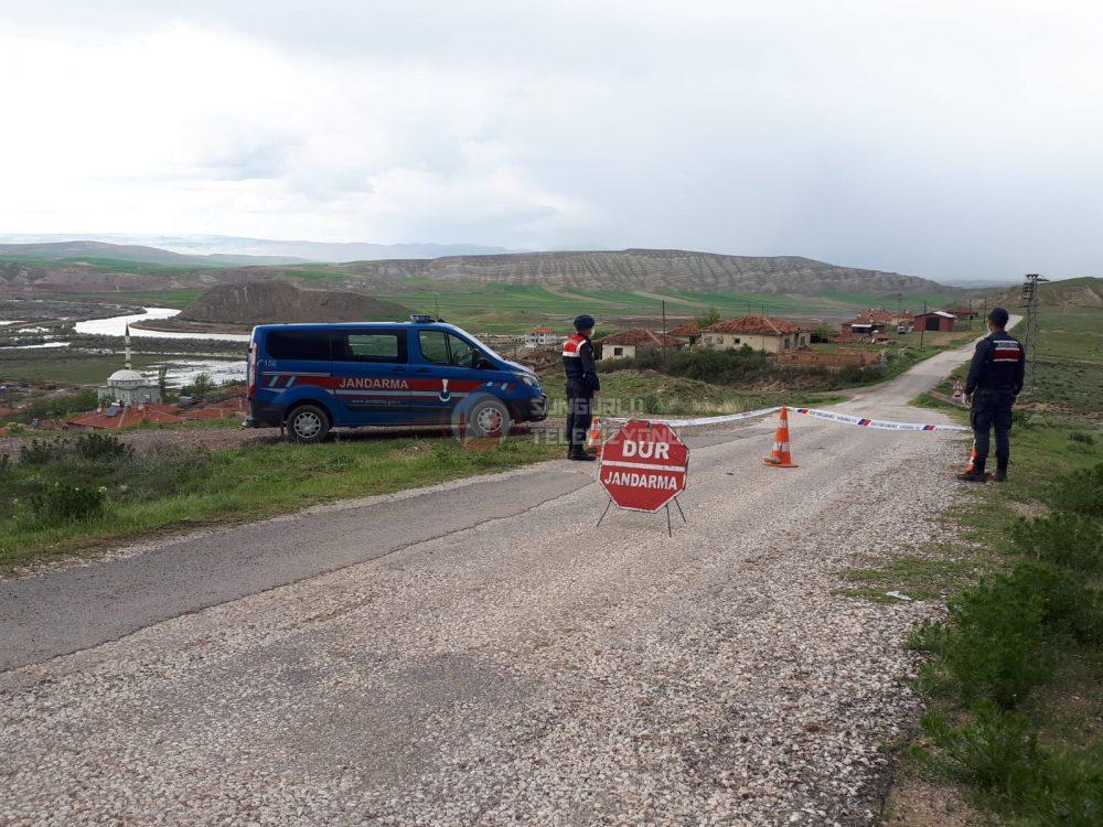 Sungurlu'ya bağlı Kula köyünde Koronavirüs şüphesiyle tedbir amacıyla köye giriş ve çıkışlar yasaklandı.
