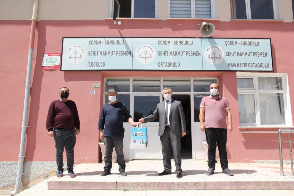 Eğitime verdiği destekleri aralıksız sürdüren Belediye Başkanı Abdulkadir Şahiner, ilçemiz merkezde ve köylerde ikamet etmekte olan 8. Sınıf öğrencilerine Liselere Giriş Sınavı(LGS) için deneme kitapçığı gönderdi. | Sungurlu Haber