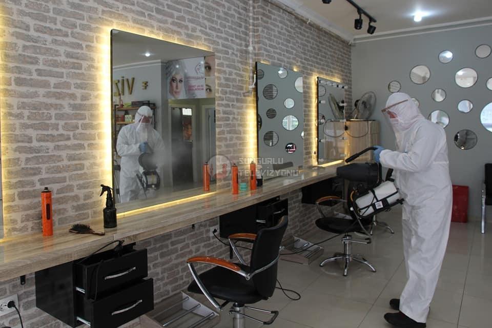 Sungurlu Belediyesi normalleşme süreci kapsamında 11 Mayıs tarihinden itibaren açılacak olan bayan kuaförleri ve güzellik salonlarını dezenfekte çalışması yaptı. | Sungurlu Haber