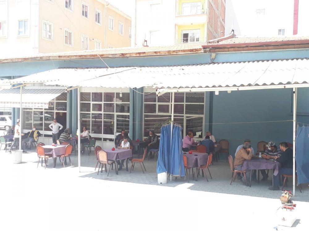 Sungurlu'da 1 Haziran itibariyle kıraathaneler açıldı. Müşteriler maskeli ve sosyal mesafe kuralına uyarak içeride oturabilecek. | Sungurlu Haber